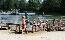 Strandbad Winterswijk spelende kinderen